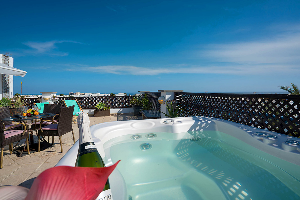 jacuzzi with sea views