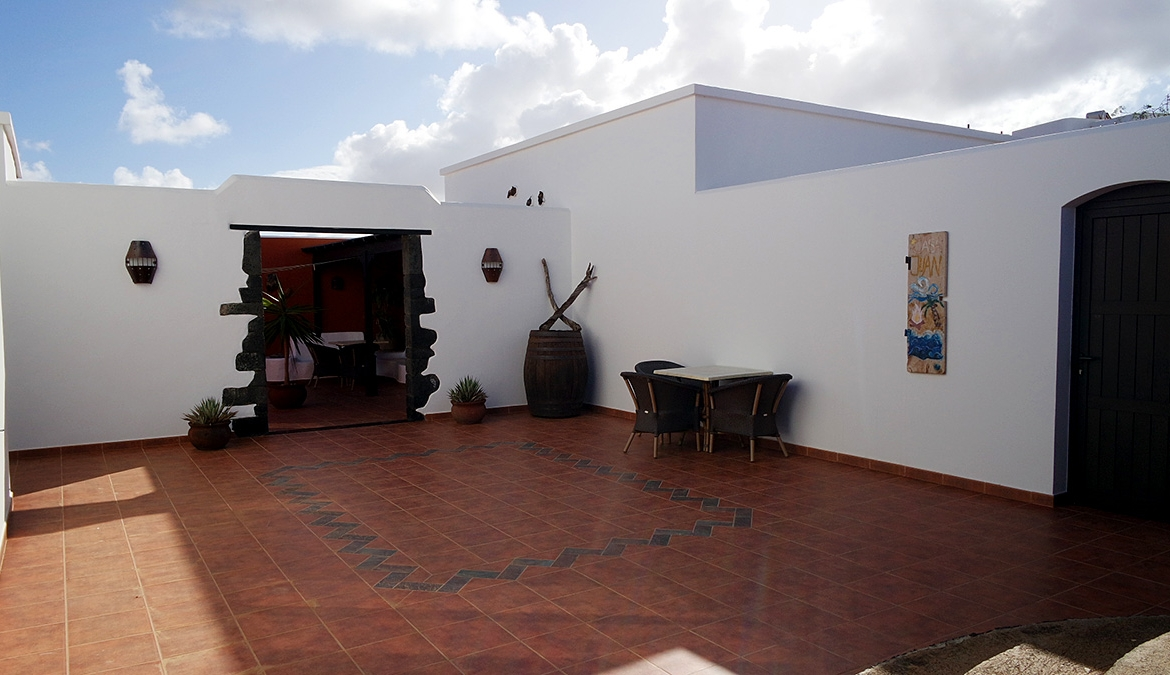 Tinajo Village house for sale with sea views