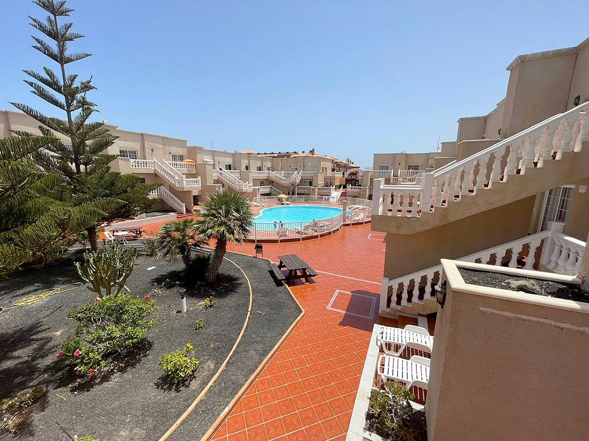 las arenas communal pool
