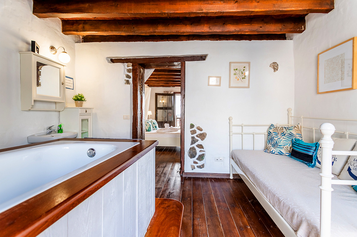 fishermans cottage for sale in Arrieta