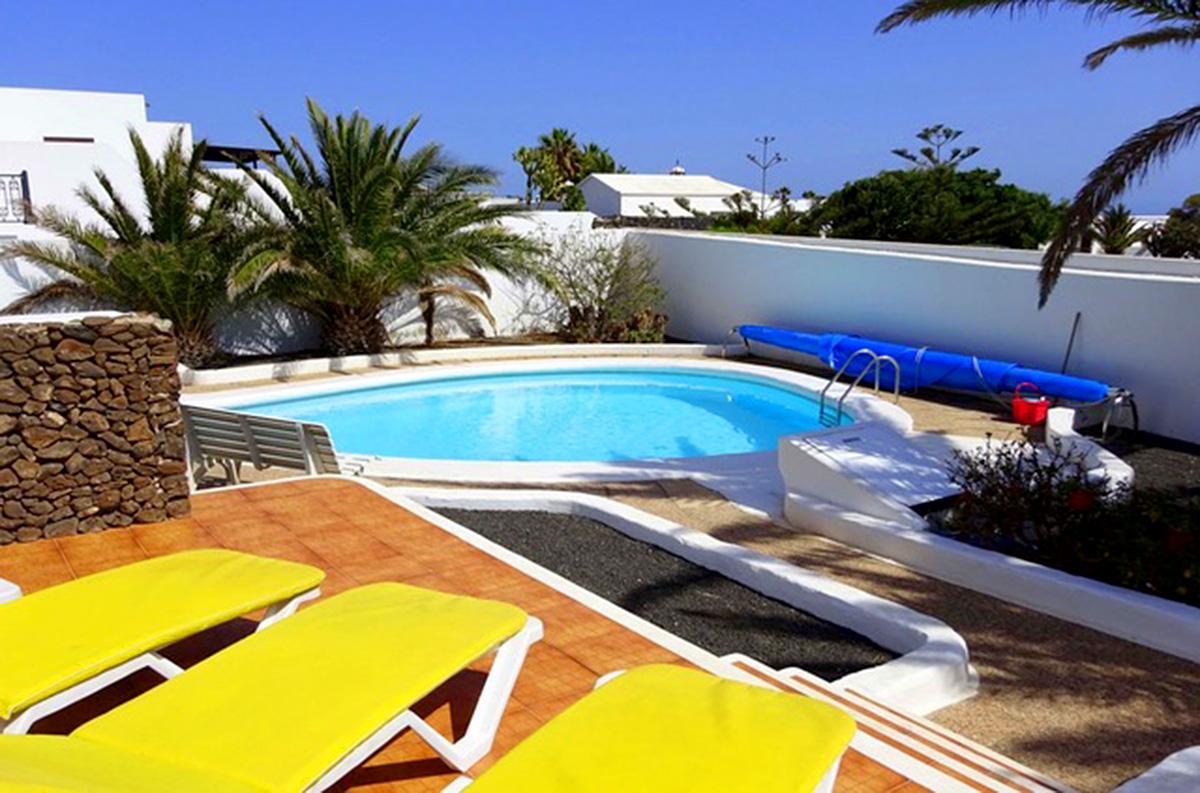 sun bathing area and pool